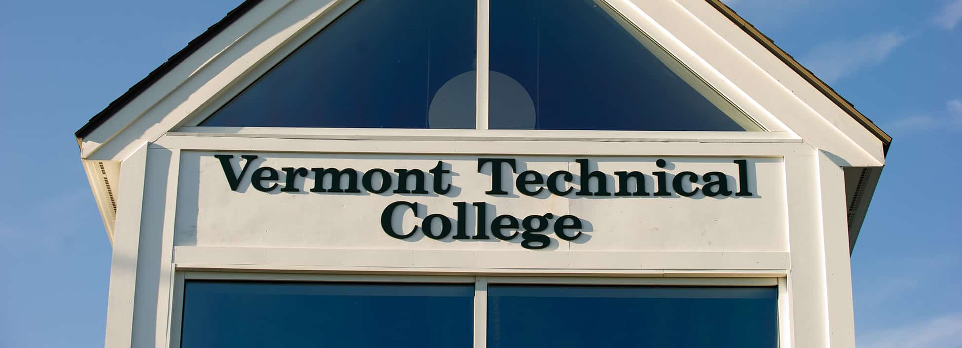 Administration building, Randolph Center campus, Vermont Technical College sign